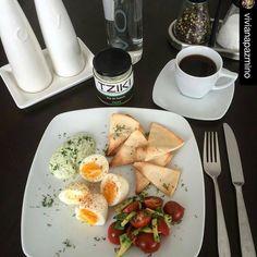 """""""Un desayuno sano y delicioso con dip Tziki. #simple #delicious #healthy #hechoenecuador #breakfast  #Repost @vivianapazmino with @repostapp ・・・ Desayuno…"""""""
