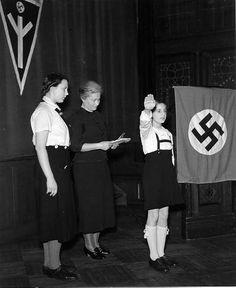 """Beispiele des Dritten Reiches wie Kinder mit dem Gedankengut des 3.Reiches bereits als Kinder """"infiziert"""" wurden"""