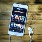 Over het algemeen is het hebben van een smartphone hartstikke leuk: apps downloaden, muziek luisteren, appjes sturen, etc. Een groot nadeel is echter...