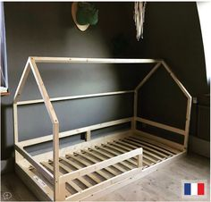 Bed custom cabin in FSC wood not treated with gates. Included box spring (Ikea) (except for the Ideal to help young children leave the bar cot and/or mom and dad's room. House Beds For Kids, Toddler House Bed, Kid Beds, Baby Bedroom, Kids Bedroom, Junior Bed, Parents Room, Diy Bed Frame, Baby Room Design
