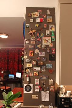 Alternative to fridge magnets - Souvenir magnet display ...