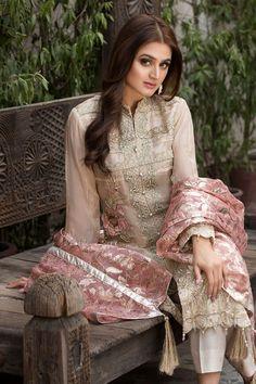 Pakistani Designer Suits, Pakistani Models, Pakistani Dress Design, Pakistani Dresses, Stylish Dress Designs, Stylish Dresses, Designer Wear, Designer Dresses, Clothing Studio