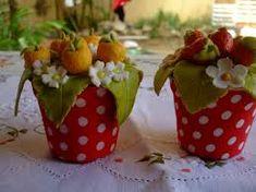 Resultado de imagem para como fazer cestas de biscuit com flores de biscuit