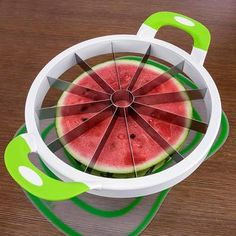 Inspire Uplift The Perfect Slicer Fruits & Vegetables Slicer Watermelon Cutter, Watermelon Slicer, Cool Kitchen Gadgets, Cool Kitchens, Eau Voss, Jugo Natural, Cake Slicer, Mandolin Slicer, Vegetable Slicer