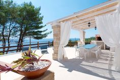 """Haus in Tricase, Italien. """"La Salentina"""" ist ein niedliches Ferienhaus BIFAMILIARE das auf der Meereküste zwichen la """"Guardiola"""" und Marine """"di Funnuvojere"""" liegt versunken im Naturepark umgeben von Oliven. Frisch und bunt stellt dem Gast zwei helle gemütliche Schlafzimmer..."""