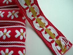 Vintage Embroidered Trim WHITE DAISIES on RED by Seriousbeader