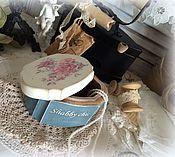 Купить или заказать Шкатулка для рукоделия в интернет-магазине на Ярмарке Мастеров. Очень нежная состаренная шкатулка- ларчик для рукоделия. Внутри есть съемный контейнер , который при необходимости можно убрать. Шкатулка предназначена для хранения мелких рукодельных пуговок, тесьмы и кружева. Украшена шкатулочка деревянной пуговкой и состаренным кружевом. Размер 16*16*10см.( 18 см.