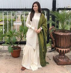 Shadi Dresses, Pakistani Dresses Casual, Pakistani Wedding Outfits, Pakistani Dress Design, Indian Dresses, Indian Outfits, Stylish Dresses, Simple Dresses, Saree Jacket Designs