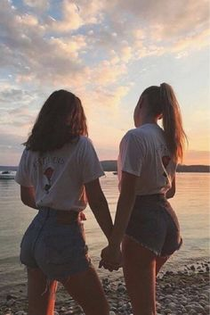 17 photos you could only take with your best friend - Photos for best friends. photos watching the sunset - 17 photos you could only take with your best friend - Photos for best friends. photos watching the sunset - Best Friends Shoot, Best Friend Poses, Cute Friends, Photos Bff, Friend Photos, Sister Photos, Best Friend Photography, Girl Photography Poses, Sunset Photography