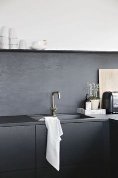 Kitchen Upgrade: The Low-Cost DIY Black Backsplash