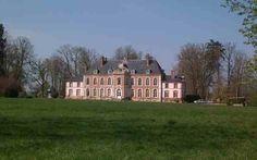 Le Château Clic.  Sur un site du XVIIIeme siècle de 90 hectares, à 90mn de Paris, retrouvez le Chateau Clic.   Tout est prévu pour que votre événement soit une réussite. Barnums, voiture pour les transferts hôtels de vos invités, les propriétaires sont au petit soin pour que vous passiez un moment extraordinaire dans un lieu magique.   http://www.lechateauclic.com/