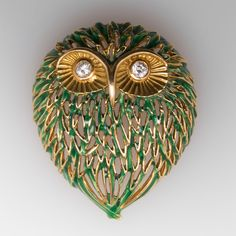 This incredible owl brooch features genuine diamonds bezel set for the eyes and green enamel for the feathers. The diamonds are high quality F-G color and clarity. The owl weighs in at grams or a bit over ounce and is well crafted. Bird Jewelry, Star Jewelry, Animal Jewelry, Antique Brooches, Antique Jewelry, Vintage Jewelry, Modern Jewelry, Custom Jewelry, Vintage Owl