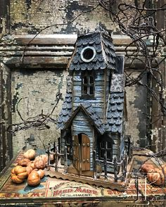 Tim Holtz: The Manor (video tutorial)