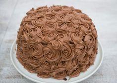 Sjokoladekake med bringebærmousse – Let's Bake Chocolate Raspberry Cake, Chocolate Butter, Chocolate Cake, Raspberry Mousse, Sweet Recipes, Cake Recipes, Norwegian Food, Bread And Pastries, Cake Boss