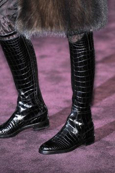 Gucci at Milan Fashion Week Fall 2012 - Details Runway Photos Tall Boots, Shoe Boots, Fashion Shoes, Fashion Accessories, Milan Fashion, Gucci Ii, Crocodile Boots, Mode Shoes, Velvet Slippers