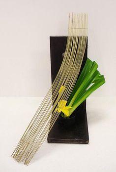 Ikebana Flower Arrangement, Ikebana Arrangements, Floral Arrangements, Art Floral, Floral Design, Flower Show, Flower Art, Quotes About Flowers Blooming, Ikebana Sogetsu