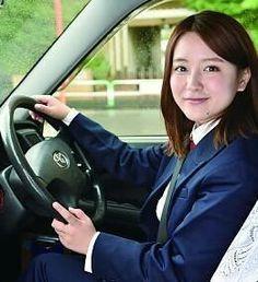 生田佳那さん、運転席