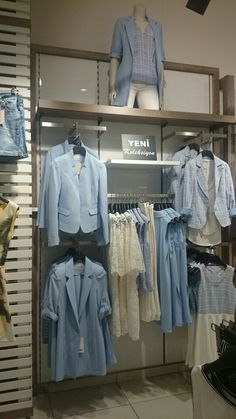 Clothing Boutique Interior, Boutique Decor, Clothing Store Displays, Clothing Store Design, Visual Merchandising Fashion, Fashion Window Display, Casa Loft, Store Layout, Retail Store Design