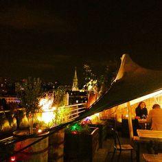 Le Perchoir : bar sur toit immeuble http://www.doitinparis.com/fr/sortir-paris/weekend-paris/les-nouveautes-branchees-de-la-rentree-2025/mondanites-bobo-perchees-15763