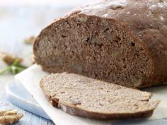 Walnussbrot: Rosmarin, Walnüsse und Olivenöl machen das saftige Walnussbrot zur Delikatesse. Hier bekommen Sie ein echtes Kraftpaket als Brot.