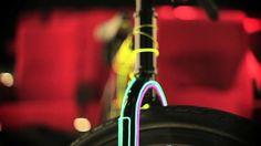 How to ride a Fixie around a W Hotel sur sport-extreme-videos.com