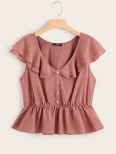 To find out about the Plus Butterfly Sleeve Button Detail Peplum Top at SHEIN, part of our latest Plus Size Blouses ready to shop online today! Plus Size Blouses, Plus Size Tops, Girls Fashion Clothes, Fashion Outfits, Teen Fashion, Casual Outfits, Cute Outfits, Frock Design, Peplum Tops