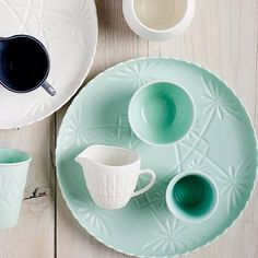 Look at this gorgeous range just arrived from @robertgordonaustralia. Called Hardware Lane it takes its inspiration from vintage cut glass with each piece being elegantly etched and then Matt glazed. #robertgordon #stfdnz #shutthefrontdoorstore #coffee #mugs #sugar #cakeplate #teapot