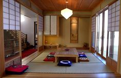 This versatile 7 tatami-mat traditional Japanese room (nihoma) can serve as a guest room, a dining room, and a family room. See it on our site.