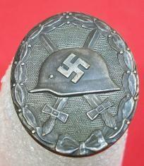 WWII German Silver Wound Badge Military Awards, Military Ranks, Military Insignia, Ww2 Uniforms, German Uniforms, Uniform Insignia, War Medals, Germany Ww2, Ww2 Tanks