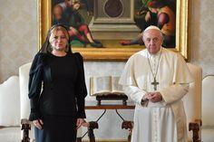 Dokonalá ako Melania: Prezidentka ukázala najvyššiu citlivosť pre vatikánsky protokol, hovorí cirkevný analytik | Diva.sk Dresses, Fashion, Vestidos, Moda, Fashion Styles, Dress, Fashion Illustrations, Gown, Outfits