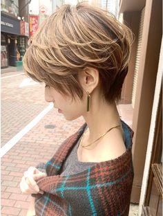 Japanese Short Hair, Asian Short Hair, Asian Hair, Short Curly Hair, Curly Hair Styles, Short Hairstyles For Women, Pretty Hairstyles, Blonde Asian, Shot Hair Styles