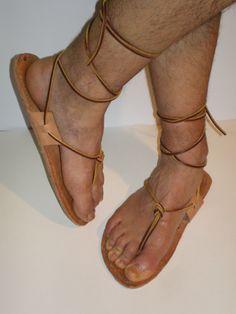 Soleae. Quizás las sandalias más antiguas y sencillas conocidas de época clásica. Lace Up, Flats, Shoes, Fashion, Vintage, Romans, Shoes Sandals, Leather, Women