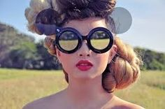 Resultado de imagem para strange glasses Usando Óculos, Meninas Com Óculos,  Tendências De Óculos 22c3a40c2e