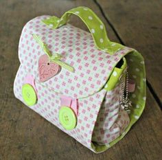 Crochet bags purses 686869380639535538 - tuto en français mug bag Source by Coin Couture, Baby Couture, Couture Sewing, Red Brolly, Baby Doll Accessories, Diy Purse, Denim Bag, Fabric Bags, Purses And Bags