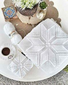 Crochet Blanket Tutorial, Crochet Bedspread Pattern, Diy Crafts Crochet, Crochet Motif Patterns, Crochet Diagram, Crochet Pillow Cases, Crochet Cushion Cover, Crochet Cushions, Crochet Tablecloth