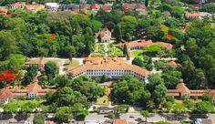 Vista aérea do Parque Vicentina Aranha, na região central de São José dos Campos. O local preserva arquitetura do século 19 e muita área verde. Também há vários eventos culturais que acontecem durante a semana e finais de semana.