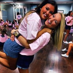 Recruitment can be fun but it also can be overwhelming and nerve-racking so to help you through some of those nerves, here are 5 Sorority Recruitment Tips To Calm Your Nerves! Sorority Recruitment Tips, Sorority Poses, Sorority Life, Best Friend Photos, Best Friend Goals, Best Friends, Poses For Photos, Picture Poses, Picture Ideas