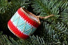 Zoomsnoren: DIY: Hæklet tromme - free Christmas drum ornament pattern in Danish. Crochet Snowman, Crochet Christmas Ornaments, Holiday Crochet, Christmas Fair Ideas, Merry Christmas, Christmas Crafts, Xmas, Drum Craft, Drum Patterns