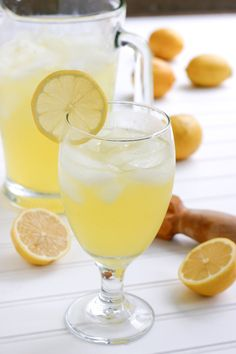 """Best ever"" lemonade recipe {with vanilla extract}"