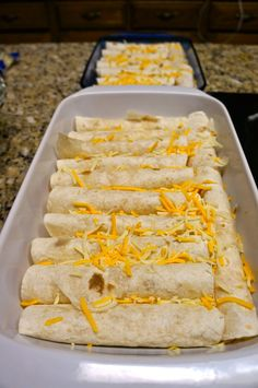 Chicken & Cheese Enchiladas with Green Chili & Sour Cream Sauce I have a few different recipes that I have used for chicken enchilada's. Tostadas, Tacos, Sour Cream Chicken, Sour Cream Sauce, White Chicken, Mexican Dishes, Mexican Food Recipes, Mexican Cooking, Chicken Cheese Enchiladas