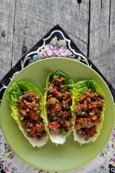 Chinese Lettuce Cups ~ lettuce leaves, lean ground beef or turkey, olive oil… Asian Recipes, Beef Recipes, Cooking Recipes, Healthy Recipes, Ethnic Recipes, Indonesian Recipes, Orange Recipes, Beef Lettuce Wraps, Salads