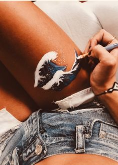 ✰p i n t e r e s t : leg painting, leg art, aesthetic pictures, bodypainting Henna Tutorial, Leg Painting, Painting & Drawing, Summer Painting, Body Art Paintings, Aesthetic Painting, Aesthetic Art, Aesthetic Body, Aesthetic Images