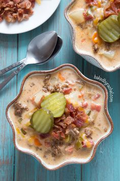 Slow cooker bacon cheeseburger soup recipe - This easy and flavorful soup tastes just like your favorite bacon cheeseburger!