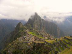 https://flic.kr/p/amPYAx   La città perduta   Descrivere Machu Picchu è un emozione perche è essa stessa un emozione,  Pablo Neruda   Alture di Macchu Picchu   Pietra sulla pietra, l'uomo, dove stette?  Aria nell'aria, l'uomo, dove stette?  Tempo nel tempo, l'uomo, dove stette?  Fosti anche il pezzetto rotto  d'uomo inconcluso, di aquila vuota  che per le strade d'oggi, che per le orme,  che per le foglie dell'autunno morto  va ammaccando l'anima fino alla tomba?  La povera mano, il piede…