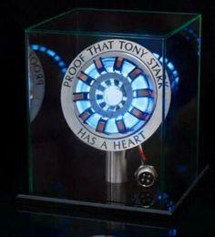 Iron Man Arc Reactor, Iron Men 1, The Heart Of Man, Man Heart, Led Diy, Iron Man Tony Stark, Movie Props, Display Boxes, Display Case