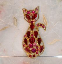 Vintage Cat Brooch with Pink, Fuchsia, and Red Rhinestones $45 Open to Offers Crazy Cat Lady, Crazy Cats, Red Rhinestone, Rhinestones, Cat Jewelry, Jewlery, Cat Pin, Pink Cat, Vintage Cat