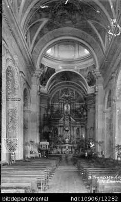 FOTO ESCARRIA. Interior de la iglesia de San Francisco de Asís, comenzada a construir en 1800 y 102067. SANTIAGO DE CALI: Biblioteca Departamental Jorge Garces Borrero, 1900. 13.5 X 8..