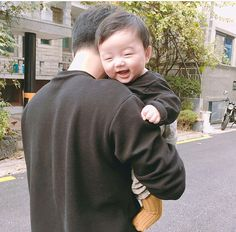 Read Mark and Anna's baby from the story Notre Mariage Cute Asian Babies, Korean Babies, Asian Kids, Cute Babies, Father And Baby, Dad Baby, Baby Kids, Baby Boy, Father Daughter