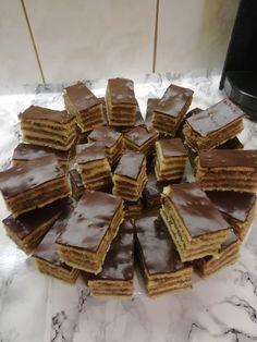 Négylapos zserbó, az egyik legfinomabb süti – Közösségi Receptek Goodies, Candy, Chocolate, Recipes, Food, Hungarian Recipes, Sweet Like Candy, Gummi Candy, Essen