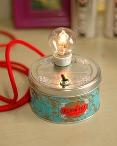 Lampe / lamp / ampoule / diy / how to build a light with a Kusmi Tea box ? Diy Luz, Luminaria Diy, Diy Luminaire, Ideias Diy, Tea Tins, Tea Box, Do It Yourself Home, Diy Projects To Try, Tea Lights